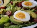 Avokadų salotos su kiaušiniais
