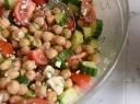Avinžirnių salotos